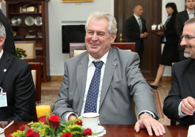 Президент Чехии опроверг информацию об отказе от алкоголя