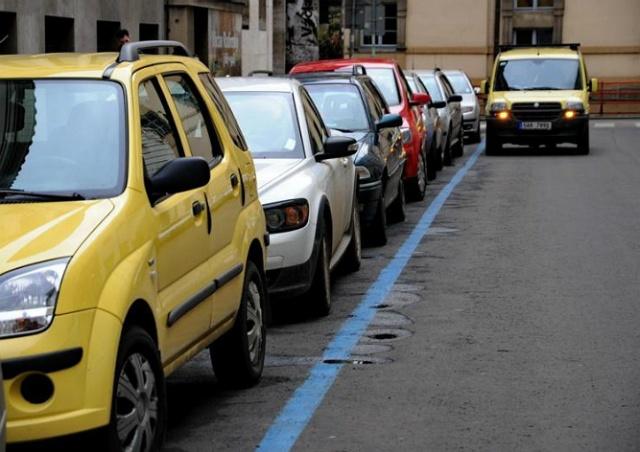 Иностранец влез в чужое авто в центре Праги, чтобы поспать