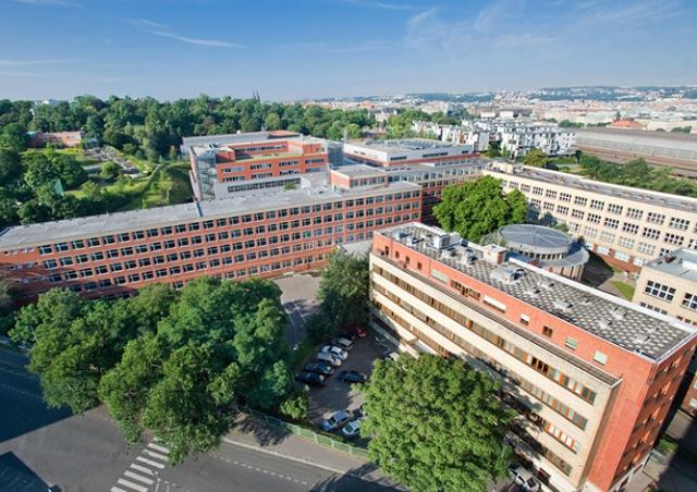 Правительство Чехии разрешило посещать вузы всем студентам
