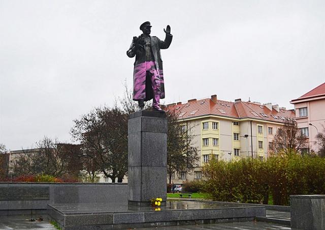 Россия будет наказывать иностранцев за снос памятников своим воинам за рубежом