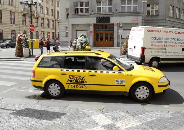Парламент Чехии одобрил новые правила работы такси