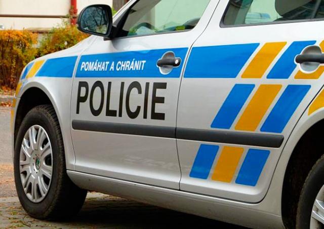 Неизвестный с ножом ограбил косметический салон в Праге