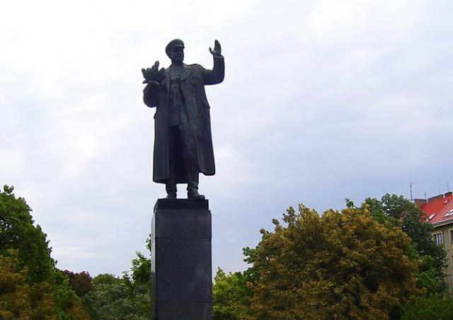 Памятник Коневу снова пытались освободить