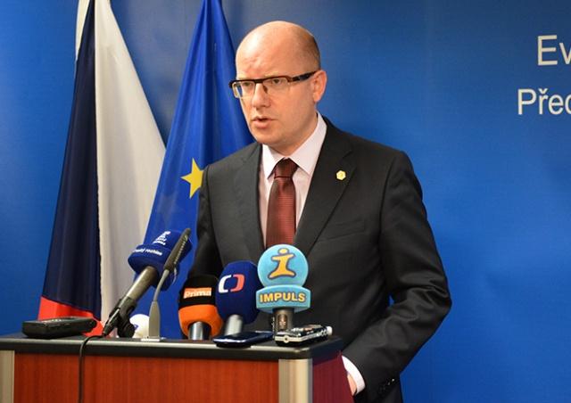Премьер Чехии передумал уводить правительство в отставку