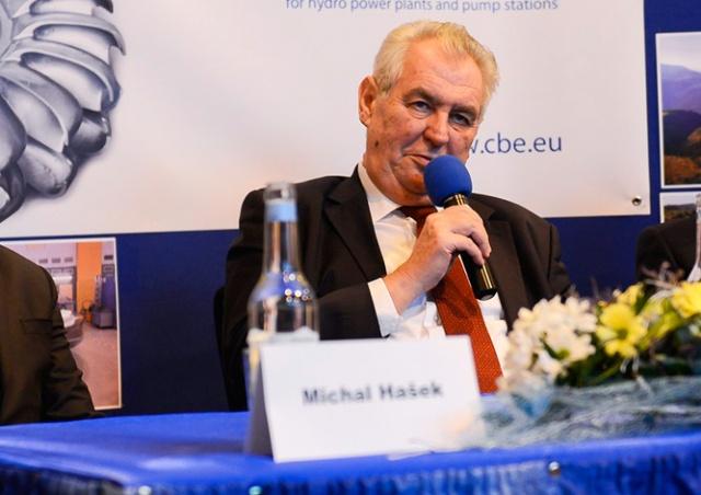 Президент Чехии обвинил цыган в тунеядстве. Они ответили флешмобом