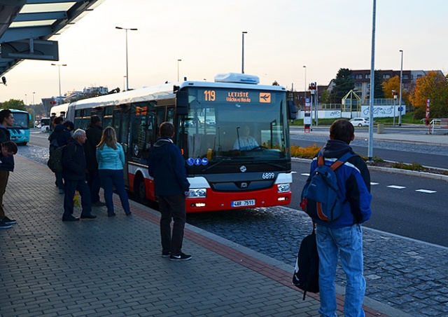Два автобуса друг за другом: в Праге усилят маршрут в аэропорт