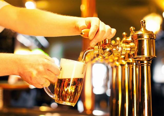 Первое пиво бесплатно: Plzeňský Prazdroj отметит снятие карантина в Чехии