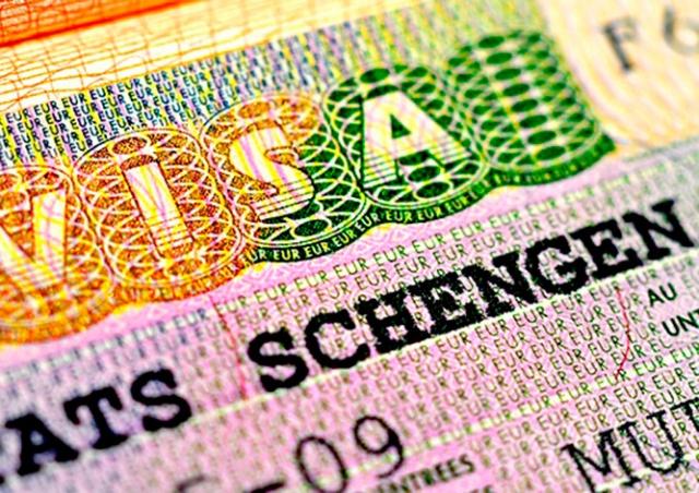 ЕС упростит выдачу шенгенских виз добросовестным туристам