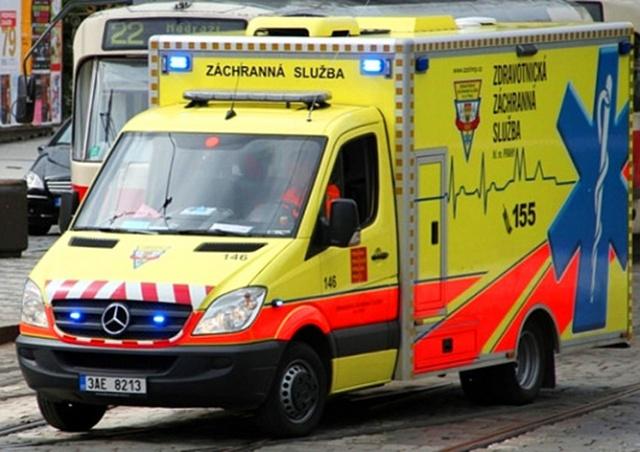 В Праге охранник почты случайно прострелил себе колено