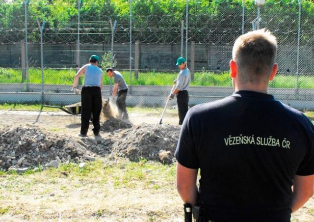 Работающим заключенным в Чехии повысят зарплату