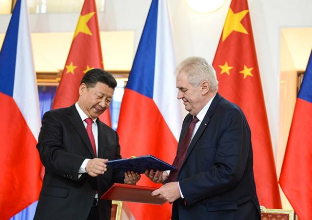 Президент Чехии попросил Китай о прямых поставках вакцины Sinopharm
