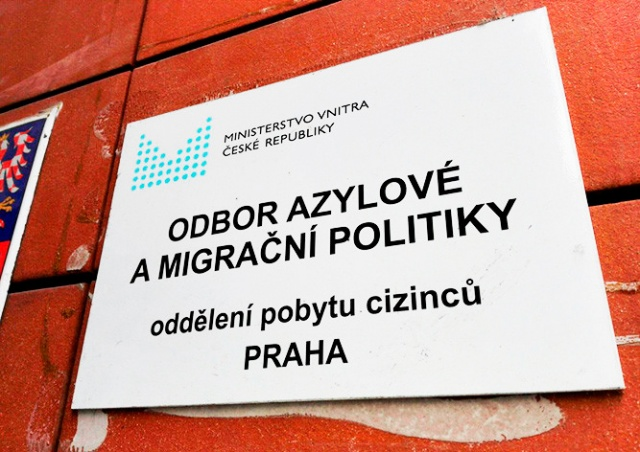 Чехия начнет платить мигрантам за добровольное возвращение на родину
