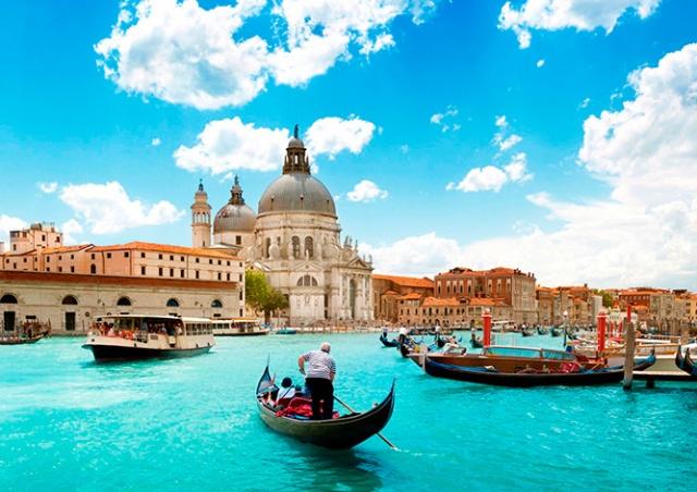 Власти Венеции будут бороться с наплывом туристов