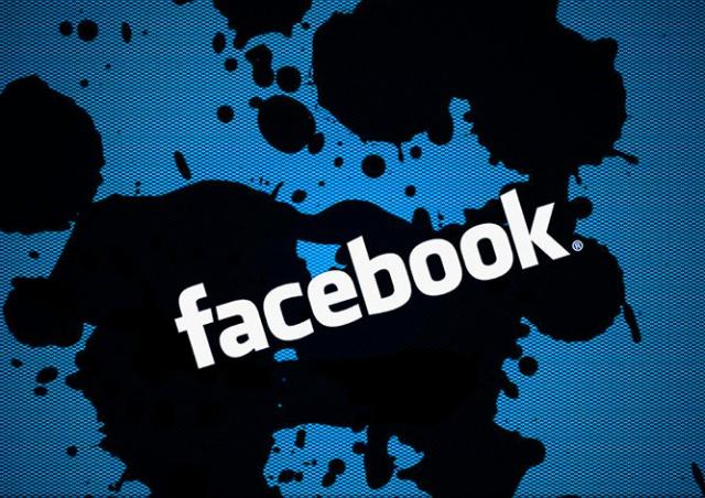 В работе Facebook и WhatsApp произошел сбой