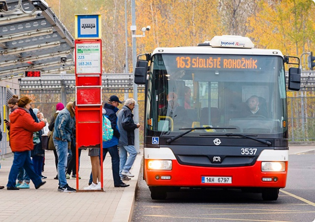 Все автобусные остановки в Праге хотят сделать по требованию