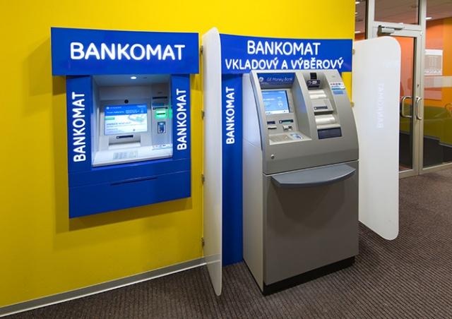 Рассеянный чех забыл забрать из банкомата 80 тыс. крон