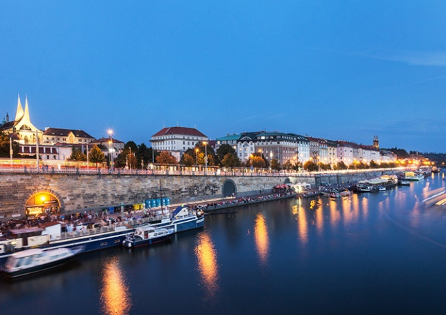 Прага введет особый режим тишины на набережных