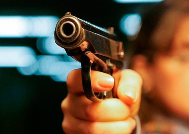 В Чехии пьяный мужчина угрожал бармену пистолетом за запрет курить