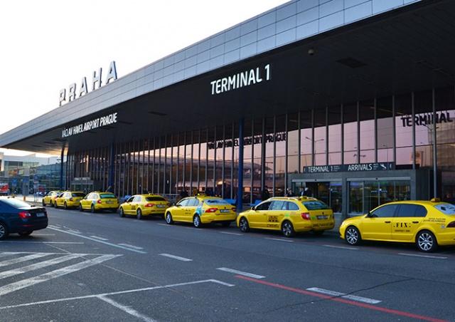 Пражский аэропорт уволит 450 сотрудников из-за коронавируса