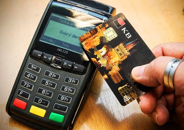 ЦБ Чехии предупредил о трудностях при бесконтактных платежах