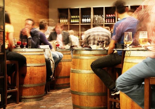 Жителей Чехии хотят обязать регистрироваться в ресторанах и барах