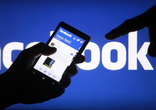 Facebook потребовала у российской компании отдать домен facebook.ru