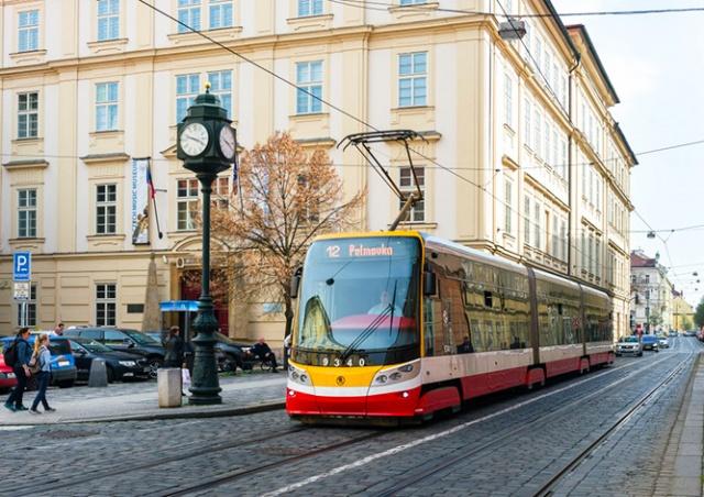 Неполадки в контактной сети нарушили работу трамваев в центре Праги