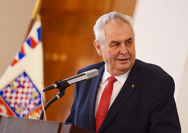 Президент Чехии вновь нецензурно выругался в прямом эфире