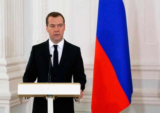 Медведев ответил на обвинения Навального в коррупции