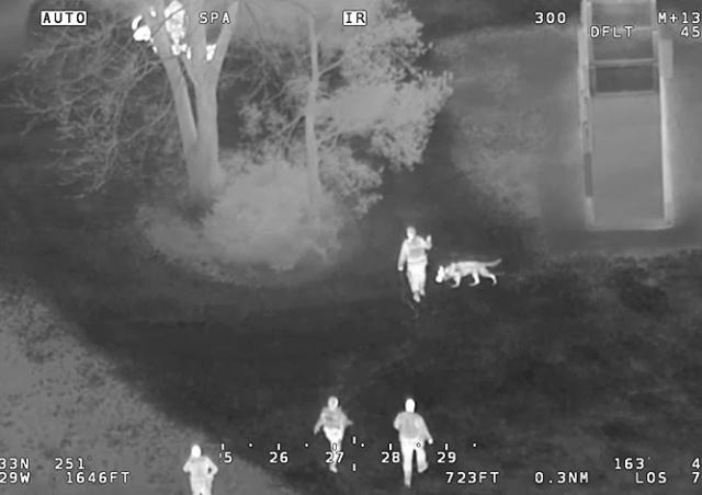 В Канаде укравших конфеты школьников ловили вертолет, собаки и спецназ