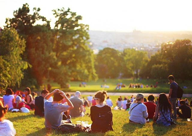 Американский город для привлечения туристов использовал фотографию Праги