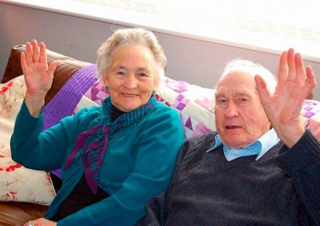 В Англии прожившие вместе 70 лет супруги умерли с разницей в 4 минуты