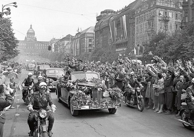 Как Юрия Гагарина встречали в Праге: фото