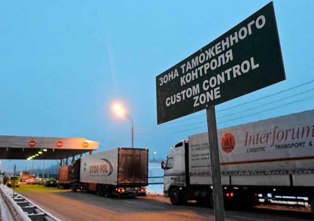 Чешские чиновники за взятки помогали экспортировать цветы и фрукты в Россию