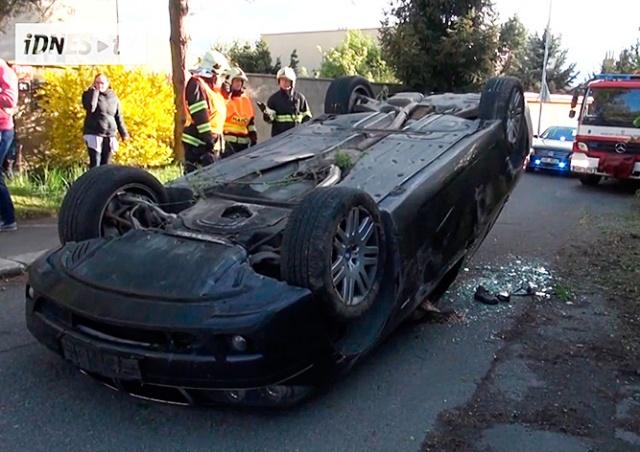 В Праге пьяный иностранец перевернулся на своем BMW