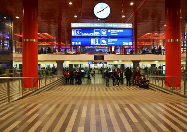 Главный вокзал Праги эвакуировали из-за подозрительных предметов