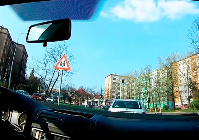 В Праге украинец пытался подкупить полицейских: видео
