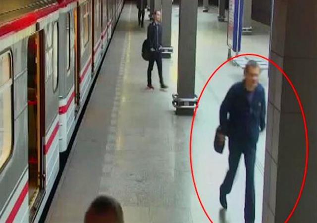 Неизвестный сексуально домогался девушек в пражском метро
