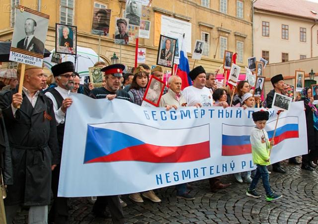 В Праге состоялось шествие «Бессмертный полк»: фото и видео
