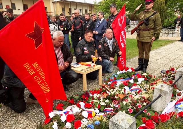 «Ночные волки» возложили цветы к могилам красноармейцев в Брно