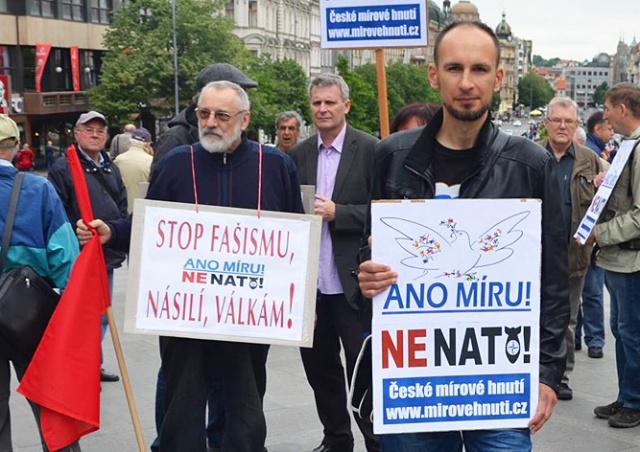 В Праге прошел митинг за выход Чехии из НАТО