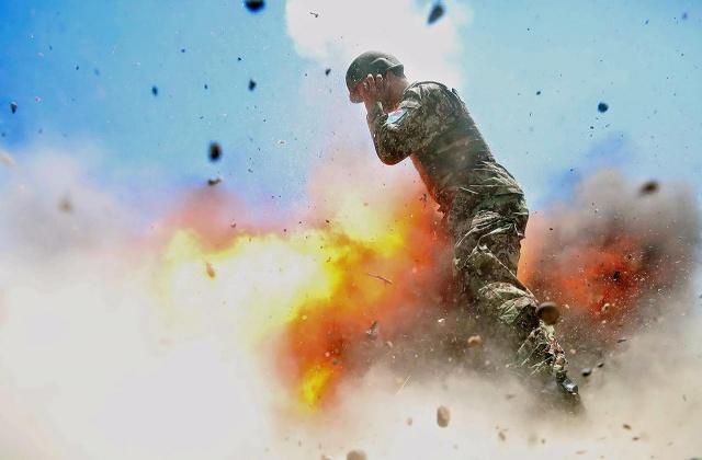 Военный фотограф сняла взрыв за секунду до своей гибели
