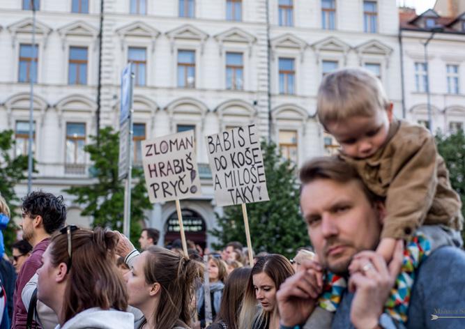 ВПраге вновь прошел митинг против Бабиша иЗемана