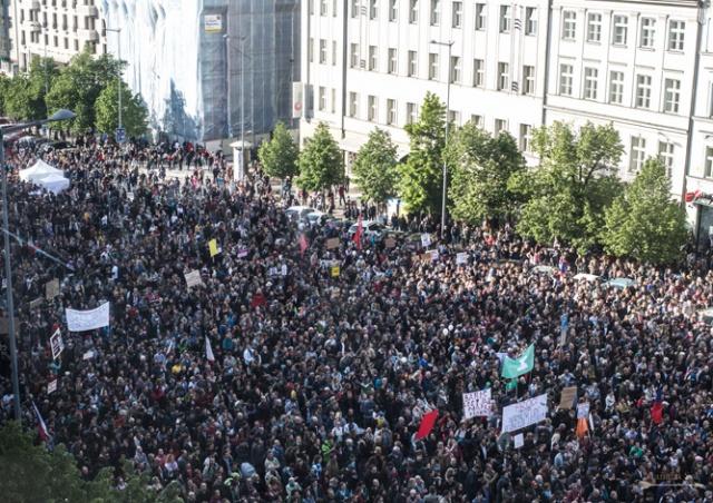 В Праге на митинг против Бабиша и Земана вышли 20 тыс. человек