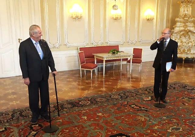 Премьер-министр Чехии оконфузился на Пражском Граде: видео