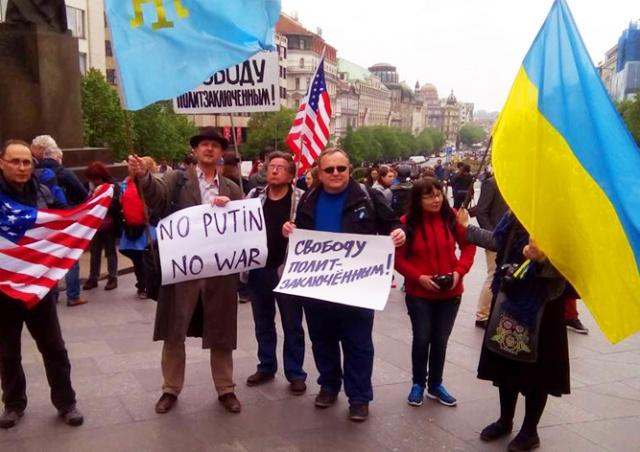 Протестующие в центре Праги не дождались «Ночных волков»