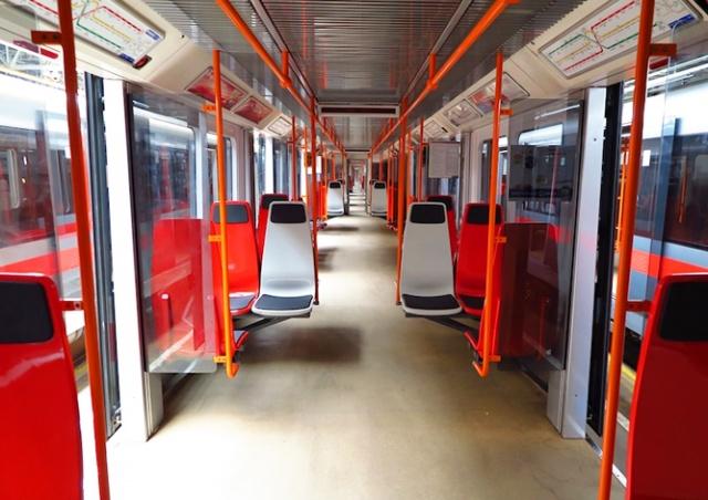 В вагонах пражского метро впервые установили пластиковые сиденья