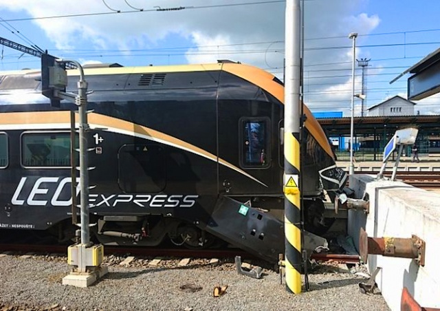 В Чехии 14 пассажиров пострадали из-за внезапного недомогания машиниста