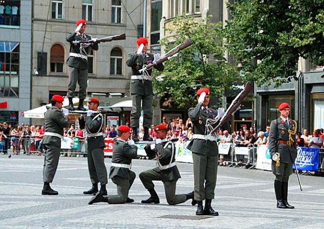 В центре Праги выступят почетные караулы стран НАТО