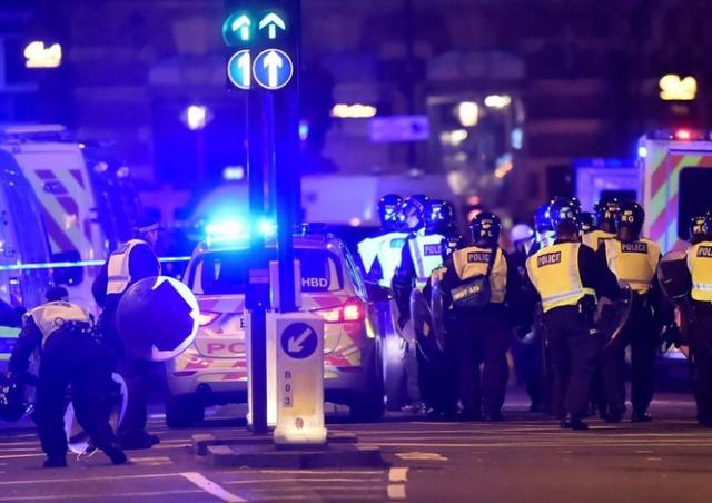 Теракт в Лондоне: 6 погибших, десятки пострадавших